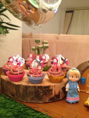 cupcakes em madeiras, masha e o urso