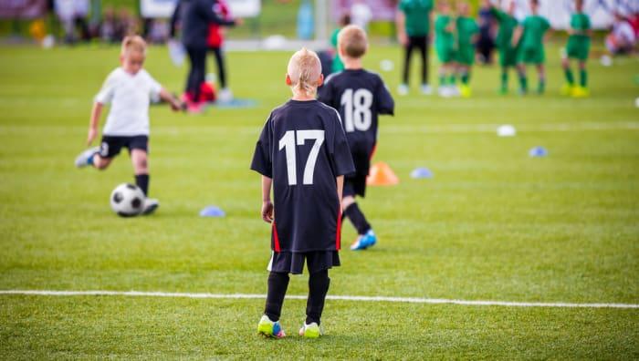 meninos são competitivos lidar com a frustração