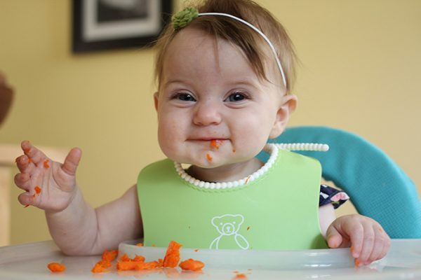 Baby-led-weaning-steamed-carrots4