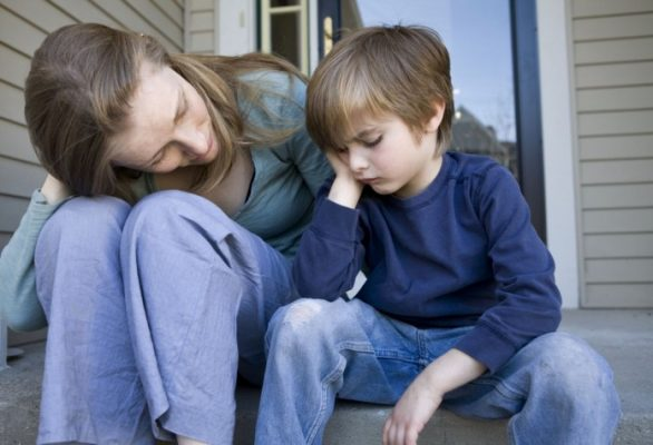 Mãe conversando com o filho