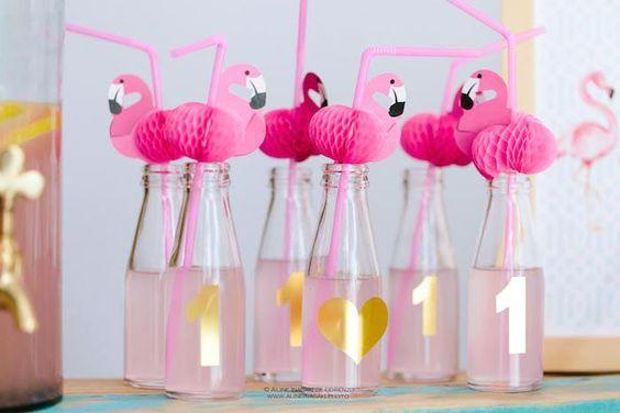 agua decorada com flamingo
